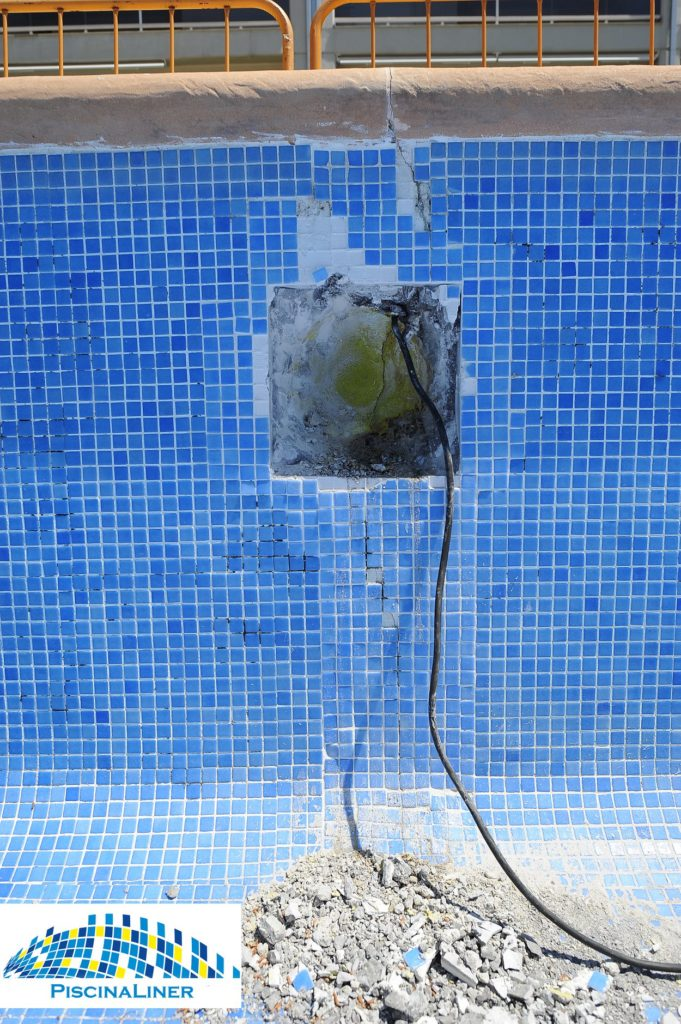 Cracks in community pool, Denia