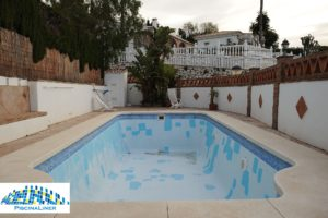 Renovation of fibreglass swimming pool