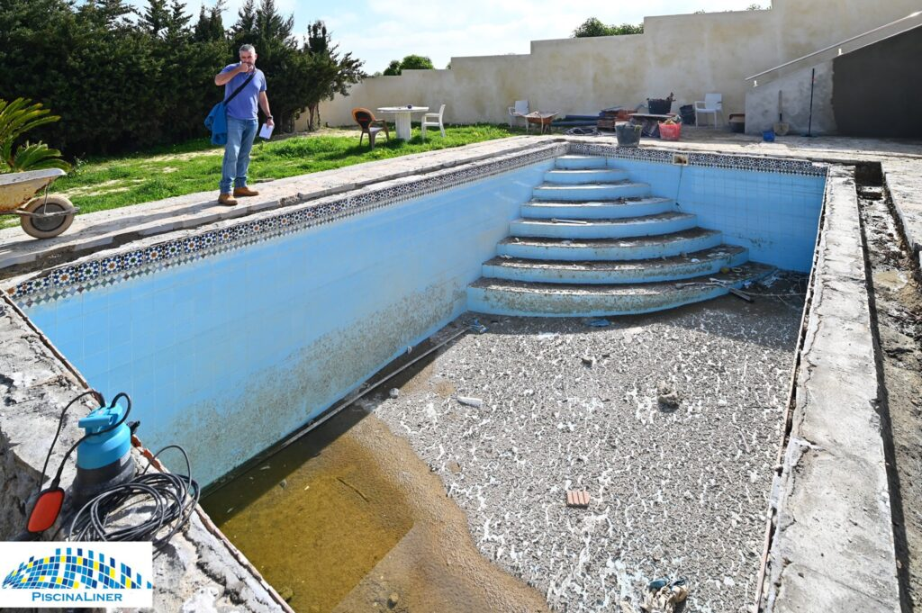 Swimming pool constructor