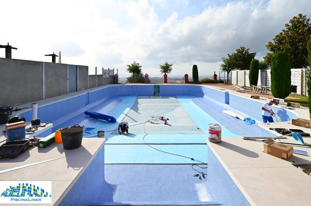 Lining urbanisation pool with Renolit AlkorPlan