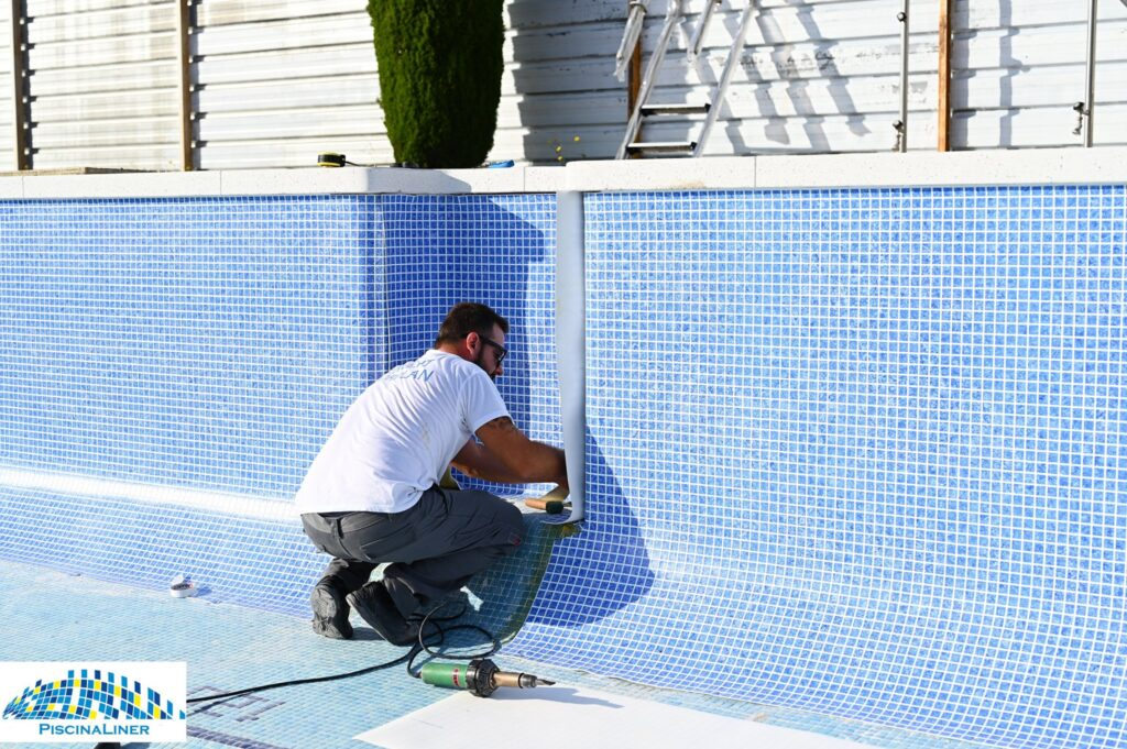Swimming pool liner installers