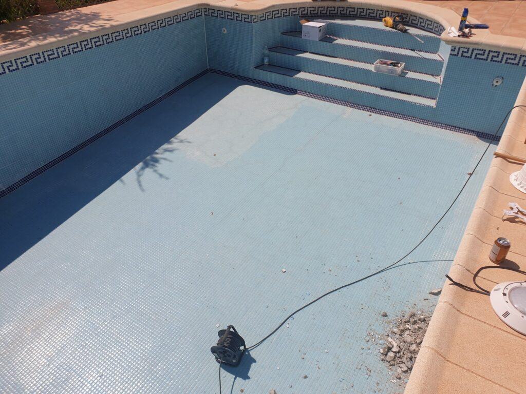 Cracked pool repair, Cuevas Almanzora, Almeria
