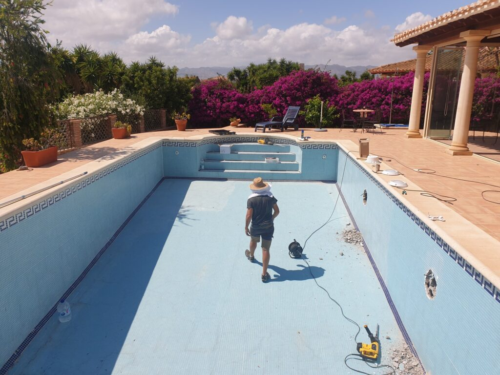 Cracked swimming pool repair, Almeria