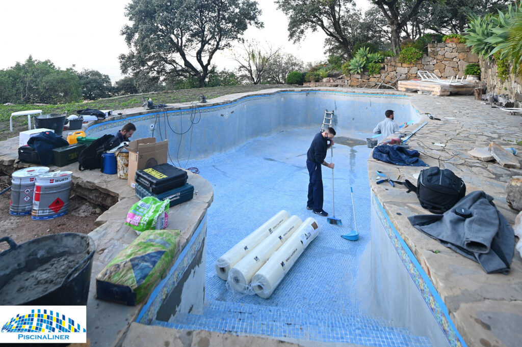 Cracked swimming pool renovation