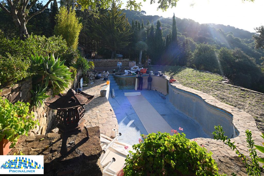 Installing a pool liner, Malaga