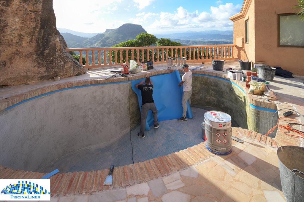Pool liner installer. Almeria