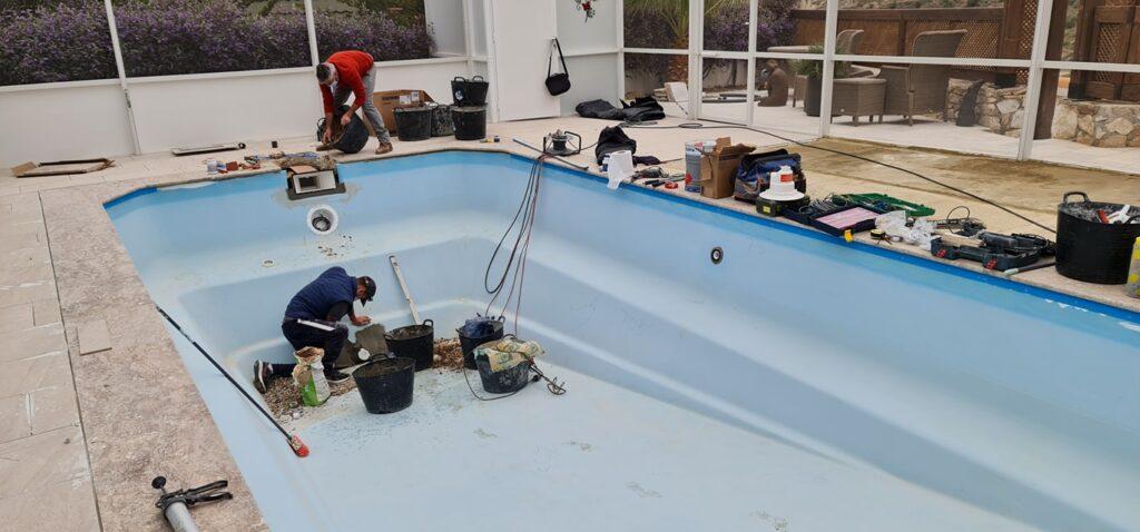 Fibre glass pool repair