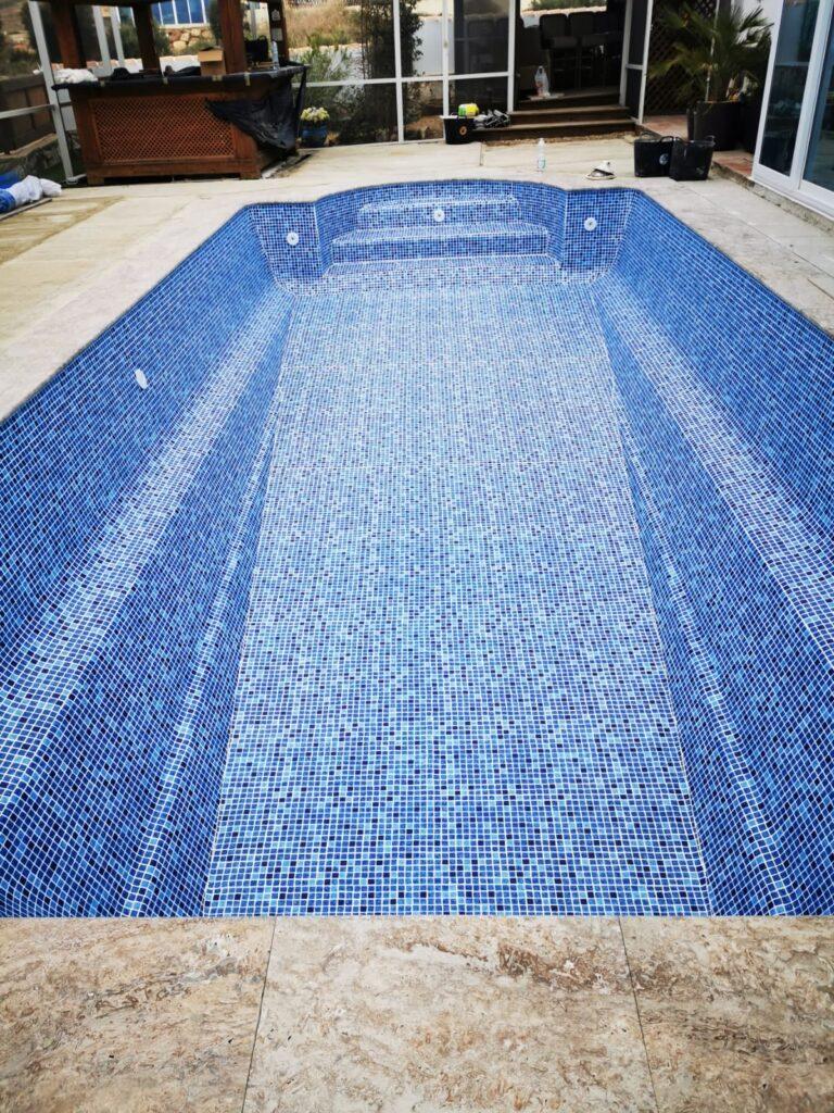 Relining fibreglass swimming pool