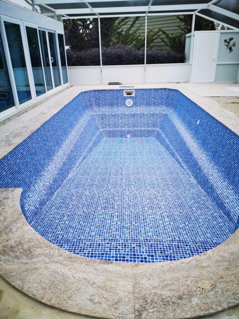 Renolit liner, prefab fibre pool