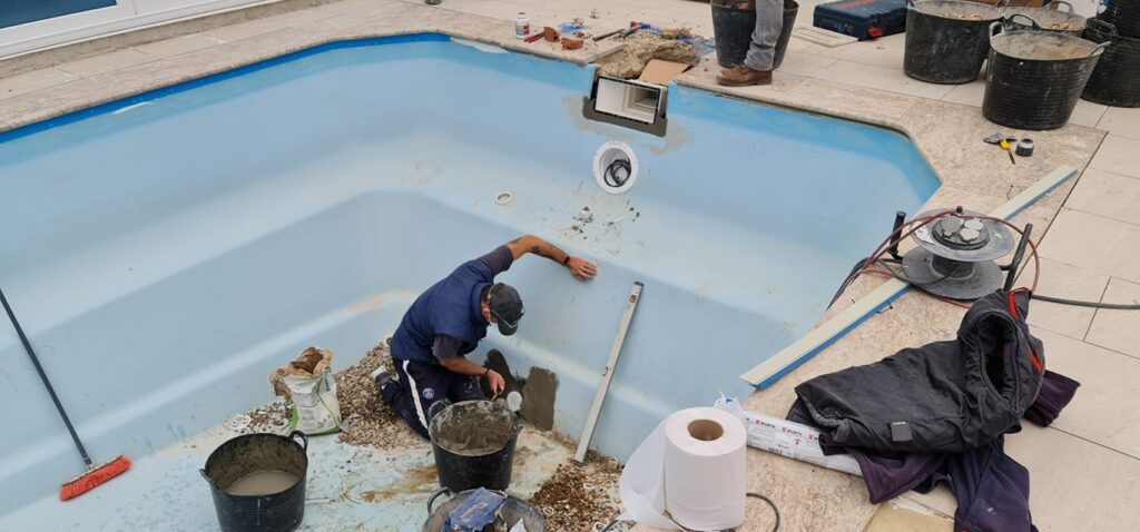 Fibreglass pool reform