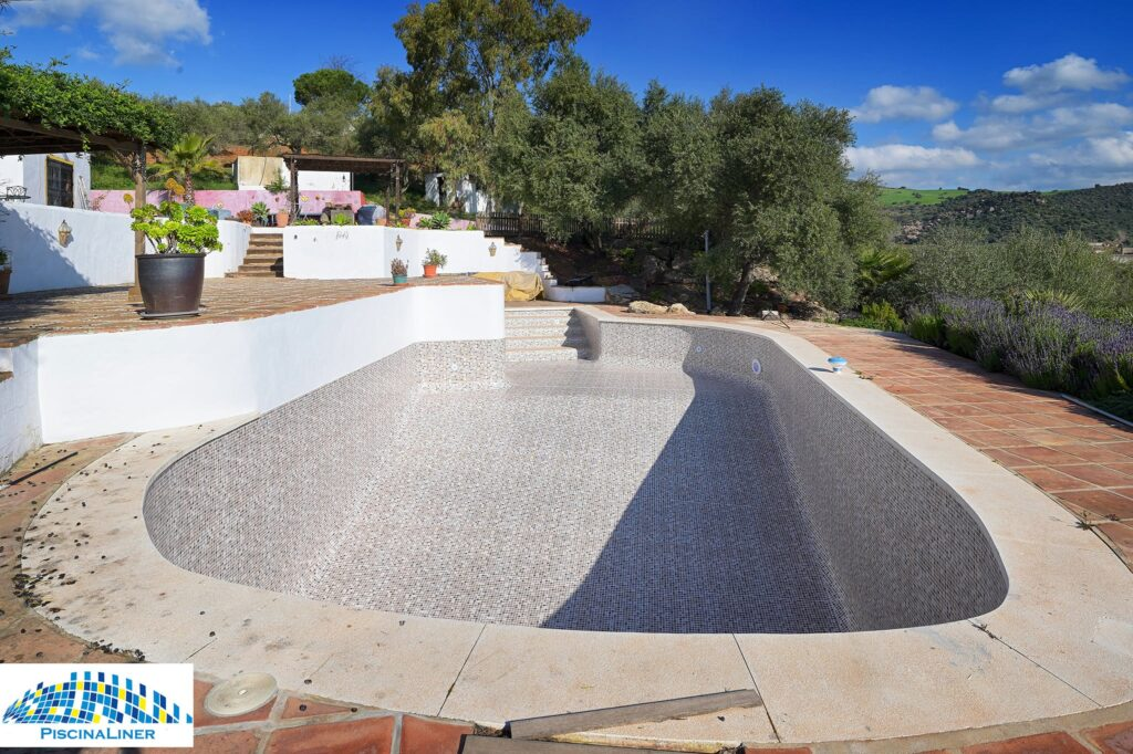 Cracked pool repair. Malaga
