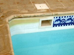 Stained pool border