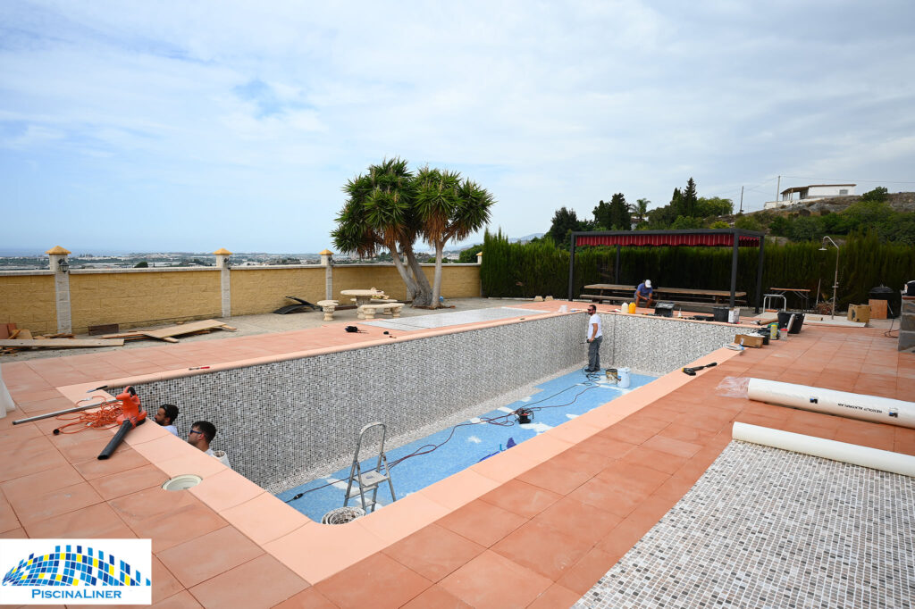 Pool liner installer, Motril, Granada