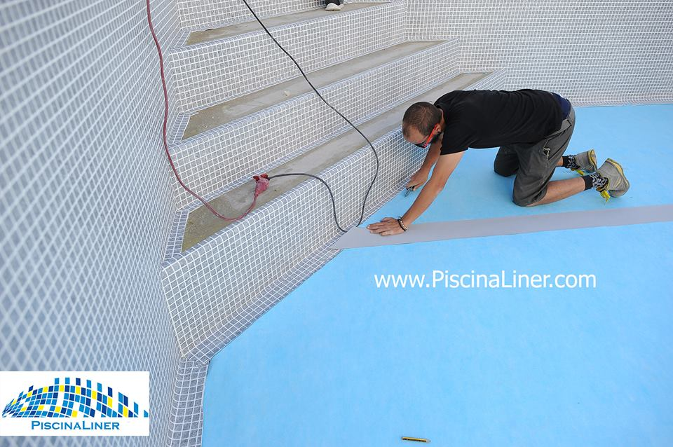 Installation of pool lining, Malaga
