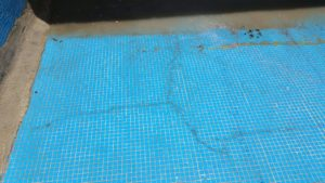 Grietas de suelo de piscina