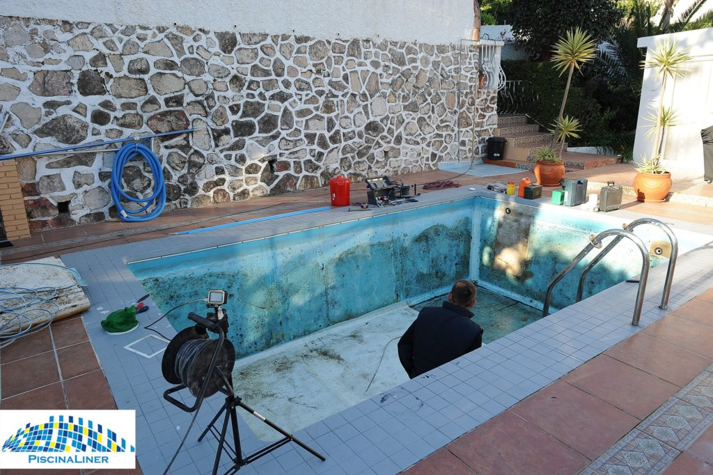 Polyester swimming pool repair
