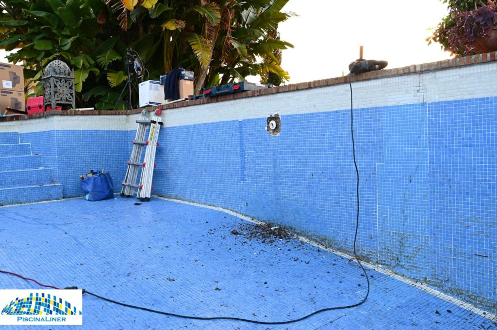 Repairing cracked pool, Marbella
