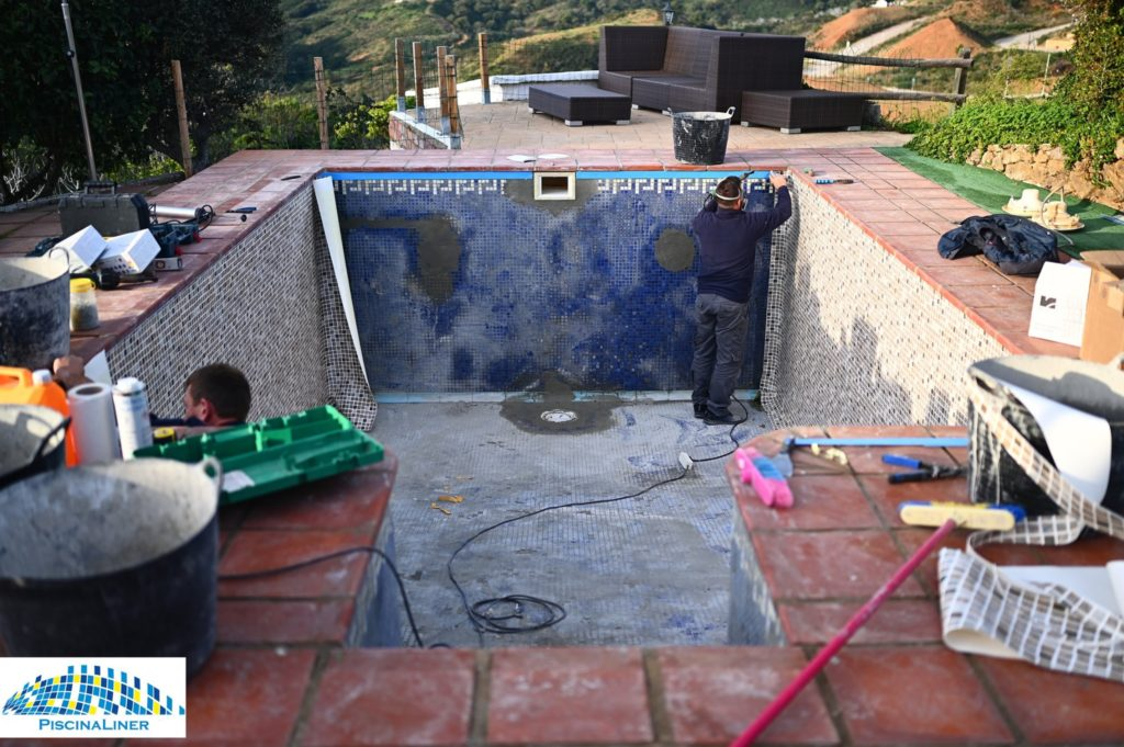 Repairs to pool tiles, Mijas