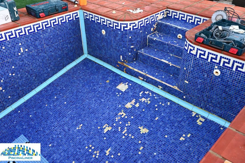Tiled pool in need of repair