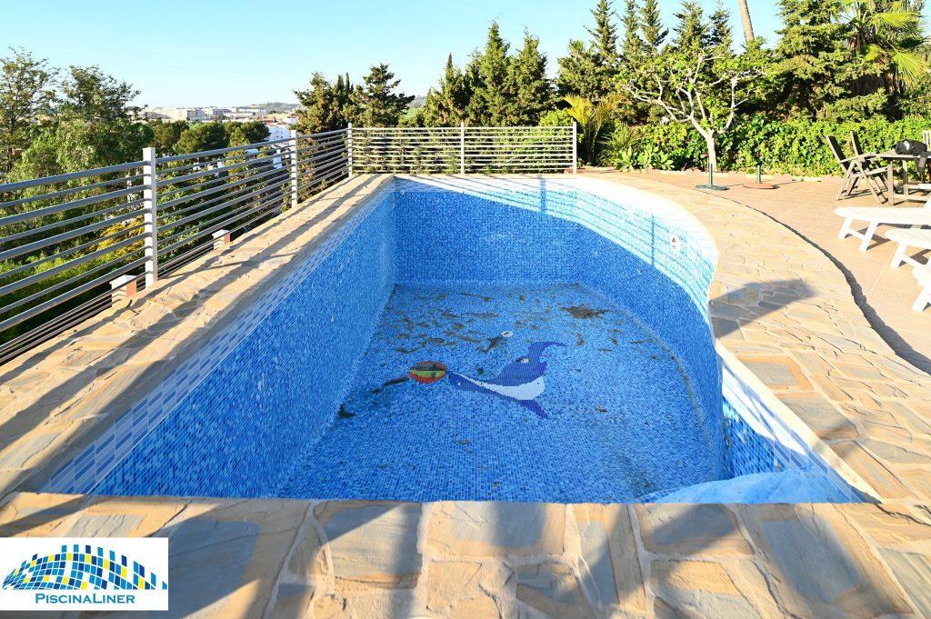 Swimming pool loose tile repair