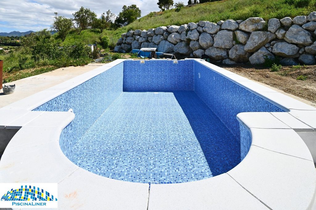 Reinforced swimming pool liner, Cartama