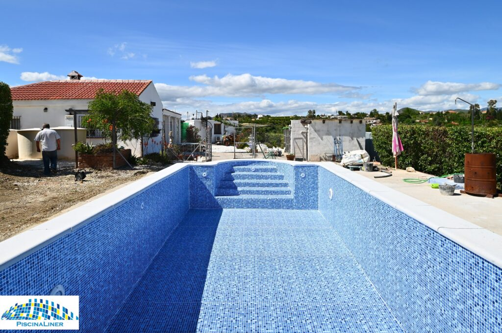 Pool Liner Installation, Cartama