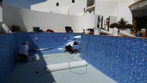 Instalando liner PVC, Almeria