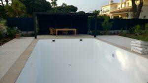 White pool liner