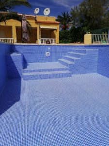 Renolit Ceramics swimming pool liner installation