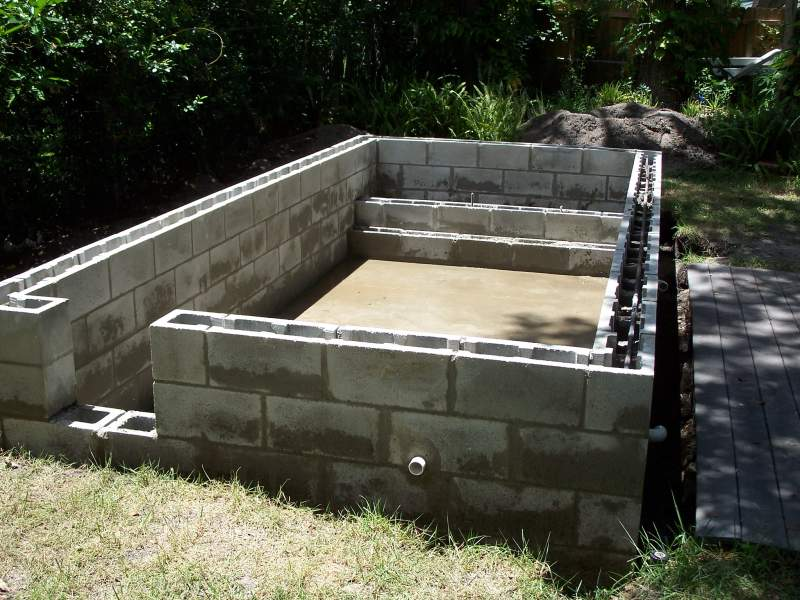 Self build diy swimming pool building in spain or portugal - Cinder block swimming pool construction ...
