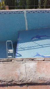 estructura de piscina agrietada